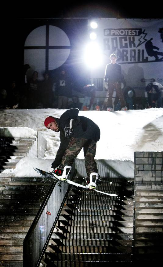 Als ze kunnen snowboarden op de Grote Markt in de Haagse binnenstad, kan dat in de winter ook op het strand van Scheveningen. Zo vindt Peter Ludovici.