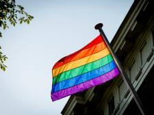 Ruim een week na de Nashville-verklaring hijst Waddinxveen alsnog regenboogvlag