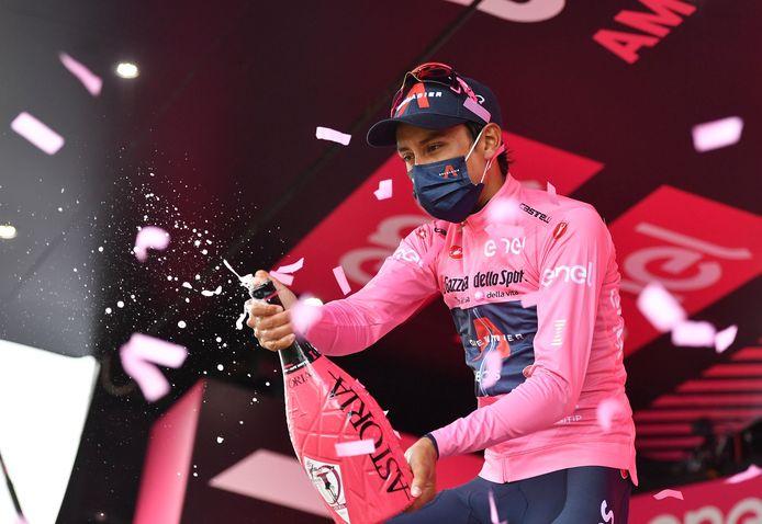 Egan Bernal op het podium na de 20ste etappe.