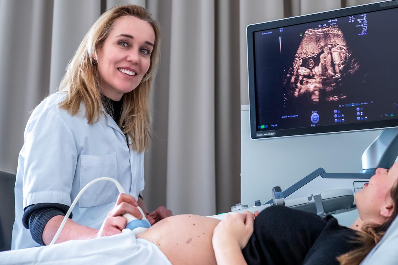 Hoogleraar Mireille Bekker:  ,,Als we met een 13 wekenecho ouders alleen maar ongerust maken, is die test overbodig.''