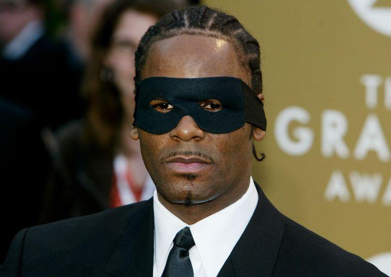 In 2004 verscheen R. Kelly op de uitreiking van de Grammy's met een Zorromaskertje. Beeld WireImage