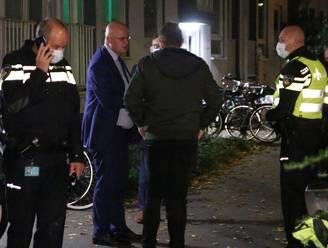 Minister Grapperhaus aanwezig bij arrestatie in woning Den Haag, meerdere personen geblinddoekt afgevoerd