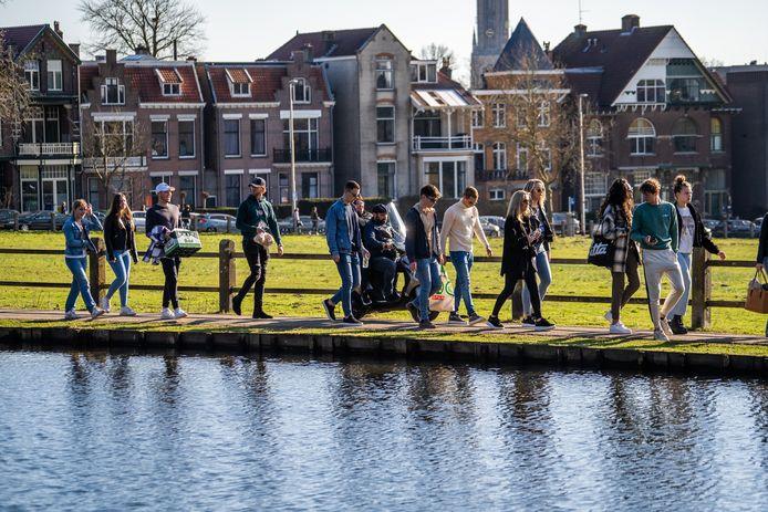 Wandelen in het groen, zoals hier in Park Sonsbeek, wordt door de inwoners van Arnhem in coronatijd extra gewaardeerd.