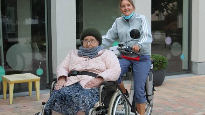 Bewoners rusthuis Sint-Remigius kunnen weer genieten van fietstochtje dankzij elektrische rolstoelfiets