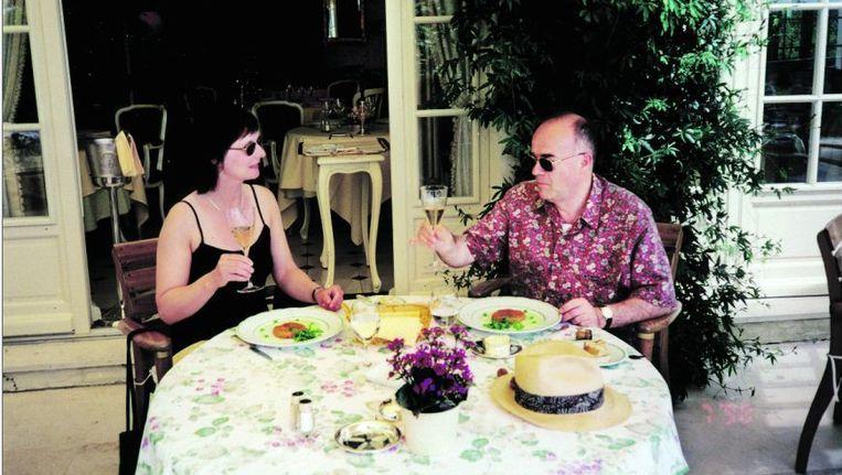 Elvira Herczeg en Joep Haffmans aan het ontbijt. Foto's uit het besproken boek. Beeld