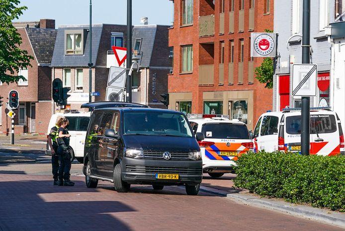 Op de Markstraat in Helmond viel de aanhoudingseenheid binnen bij een horecazaak.