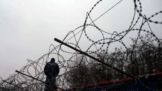 """""""Hongarije blijft migranten zonder meer uitzetten naar Servië, ondanks Europese uitspraak"""""""