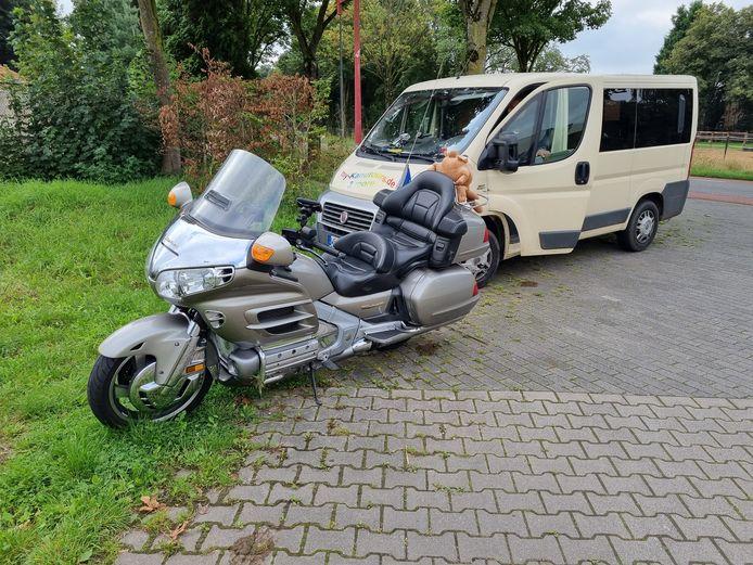 Op de Rijnweg in Gendringen is een motorrijder gewond geraakt toen hij een busje wilde inhalen.