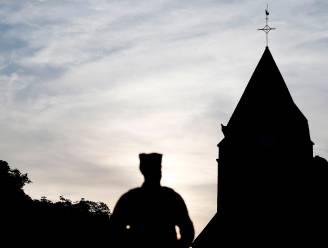 Vier verdachten naar assisen verwezen voor terroristische moord op Franse priester in 2016