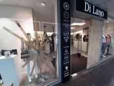Eigenaar Di Lano Fashion in Almelo voor derde keer in half jaar slachtoffer van inbraak: 'Ik zei nog tegen de politie: ze komen terug!'