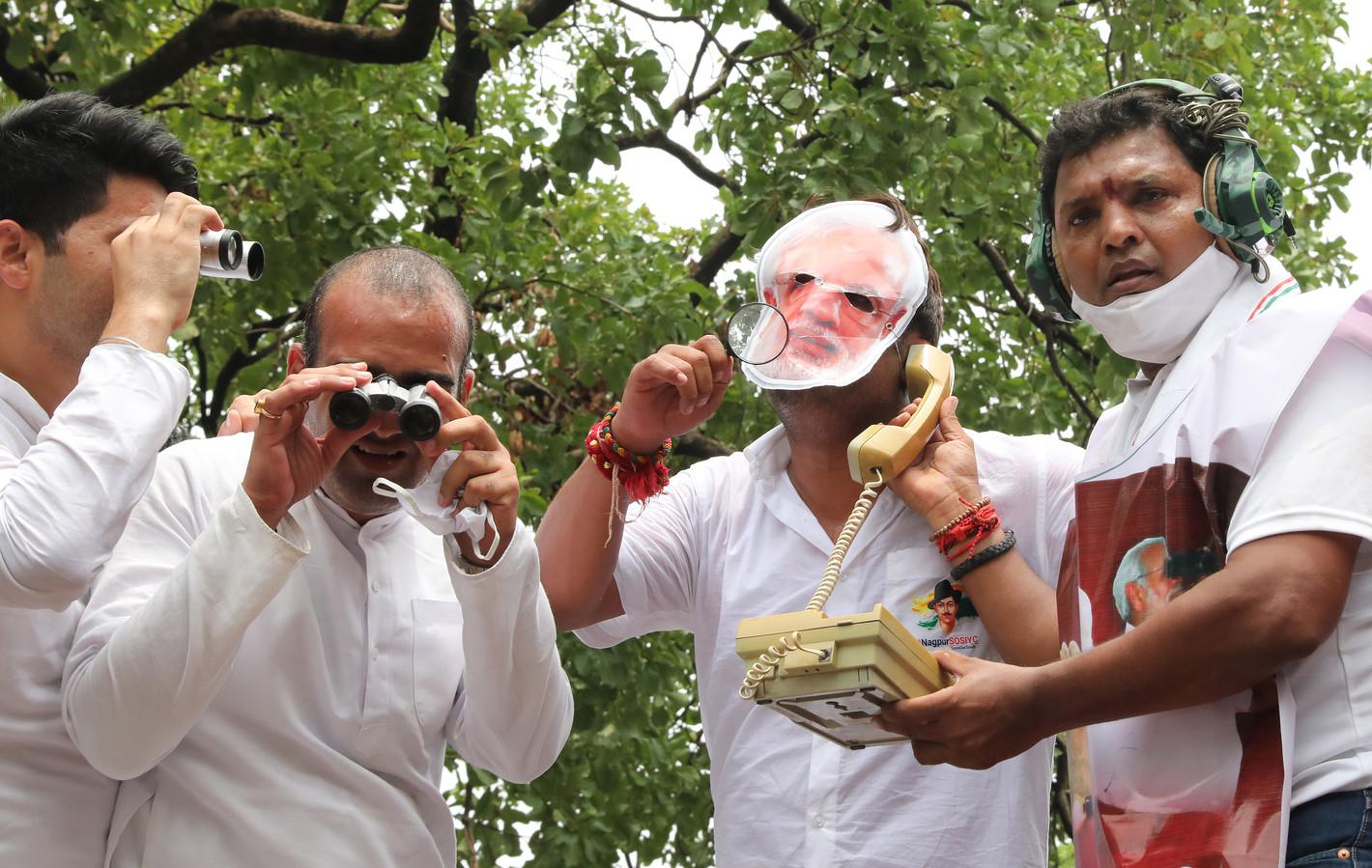 In India gingen activisten de straat op uit protest tegen mogelijk gebruik van de spyware door de Indiase premier Modi en zijn regering tegen politici en journalisten.