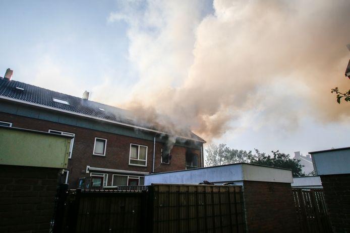 De brand op de eerste verdieping van de woning.