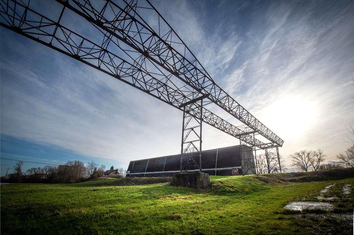 De plek aan de Waalbandijk in Beneden-Leeuwen waar bouwplan de Kraanbaan moet komen.