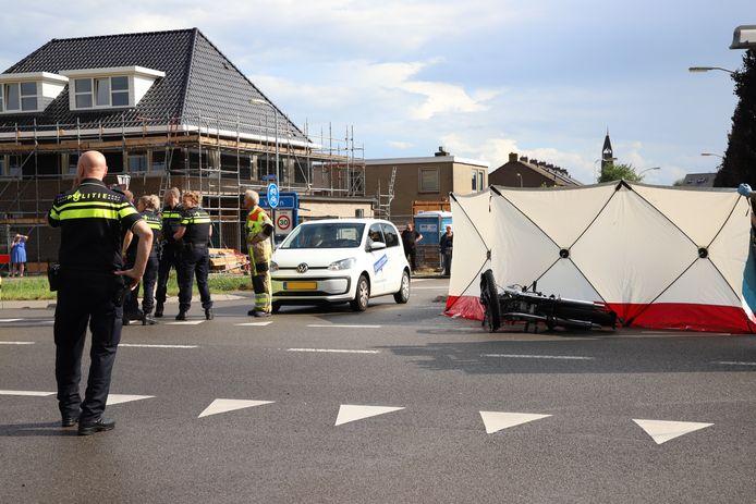 Een 71-jarige motorrijder uit Gorinchem is zondag om het leven gekomen bij een verkeersongeluk in het Gelderse dorp Vuren.