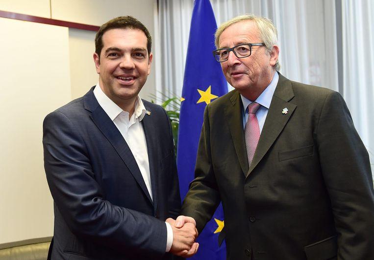 President Alexis Tsipras (links) en voorzitten Europese Commissie Jean-Claude Juncker. Beeld epa