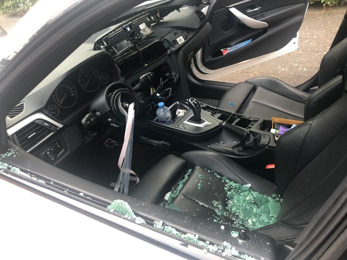BMW compleet gestript in Nesselande.