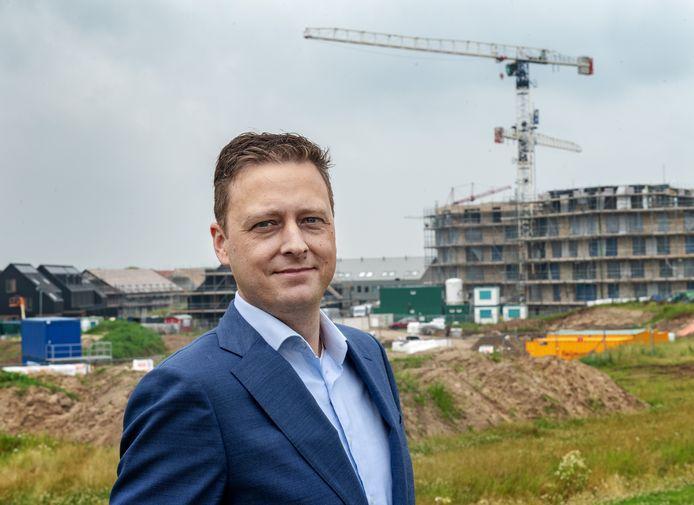 Dit is Joost van der  Werf, de man van 1 miljoen huizen. Op de achtergrond bouwterrein Turennesingel, een bouwlocatie in de Waalsprong in Nijmegen.