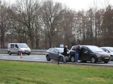 Kop-staartbotsing met twee auto's bij Terschuur veroorzaakt lange file op A1