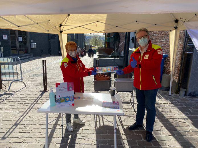 Vrijwilligers bij het Rode Kruis Aarschot met rechts Luc Vandevelde, Afdelingsverantwoordelijke PR en werving.