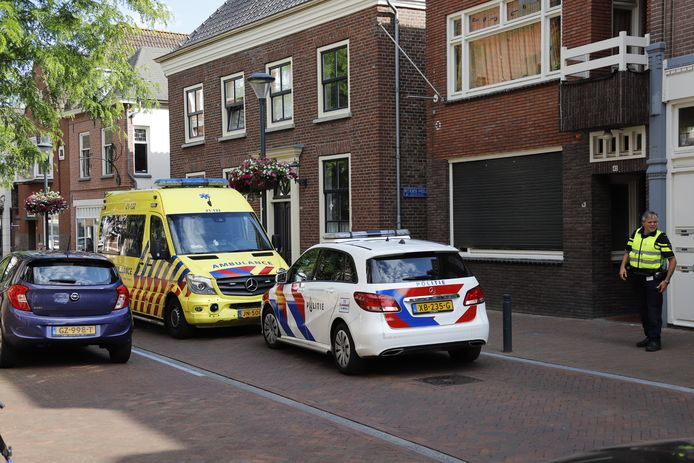 Hulpdiensten in Boxmeer na de melding van een steekpartij