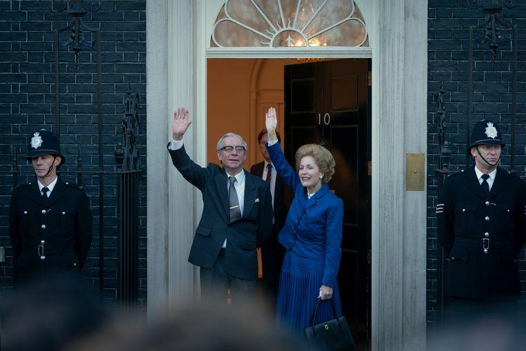 Stephen Boxer en Gillian Anderson als Dennis en Margaret Thatcher. Beeld Netflix
