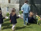 Mensen bewijzen laatste eer aan prins Philip bij Windsor