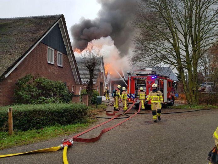 Een uitslaande brand in een schuur in De Heurne.