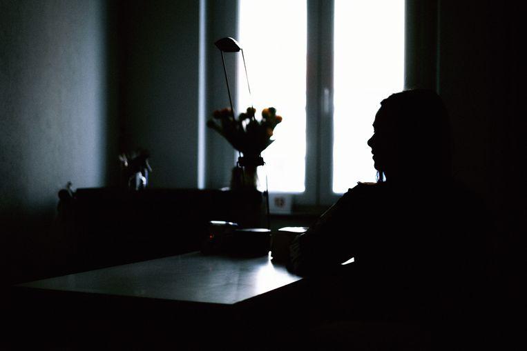 'Ik heb geen andere keuze', zegt nagelstyliste Marie*.'Aangezien ik nog niet lang genoeg in België woon, heb ik geen recht  op ondersteuning.'  Beeld Thomas Sweertvaegher