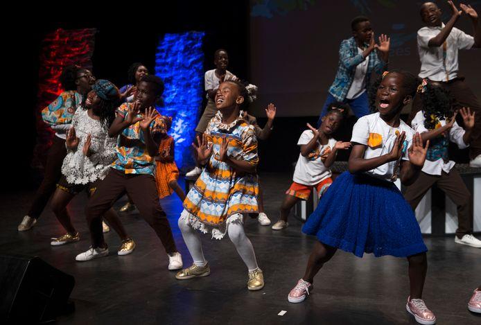 Kinderkoor Watoto in de aanloop naar de Afrikaweek in de DRU.