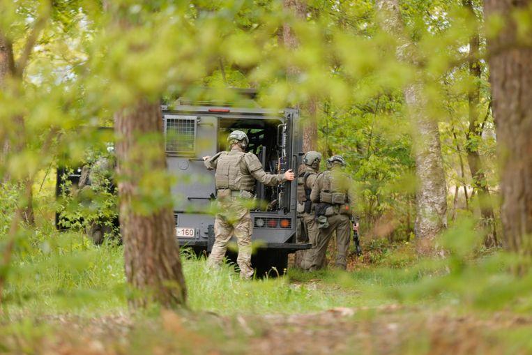 Soldaten van de speciale eenheden in het Nationaal Park Hoge Kempen in Dilsen-Stokkem.  Beeld BELGA