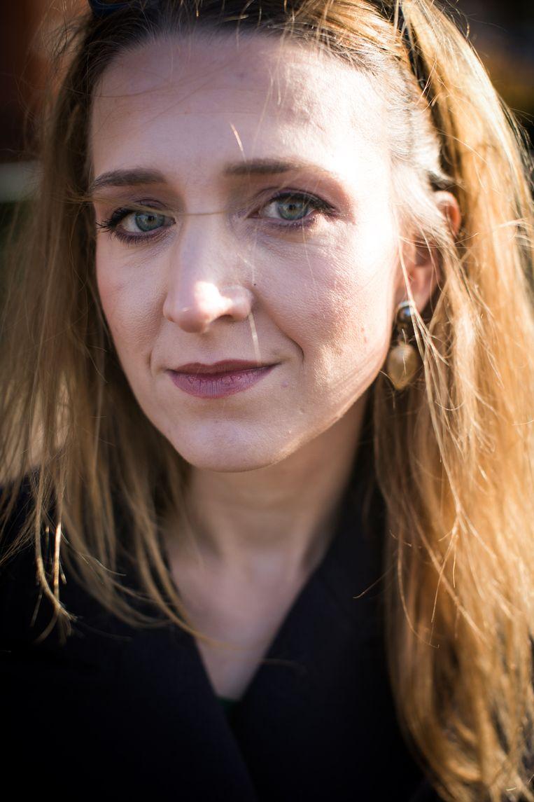 Filosofe Alicja Gescinska is niet verbaasd over het fenomeen: 'We zijn voor gelijkheid en eerlijkheid, maar het moet onszelf toch in de eerste plaats goed uitkomen.' Beeld BAS BOGAERTS