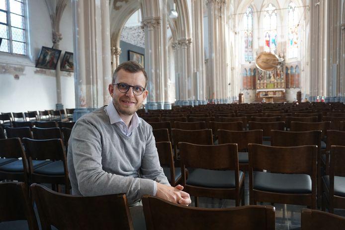 Pastoor Bart Lagrange in de Onze-Lieve-Vrouwkerk van Leffinge