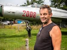 In Mander staat een straaljager op de camping: 'Die heb ik thuis laten bezorgen'