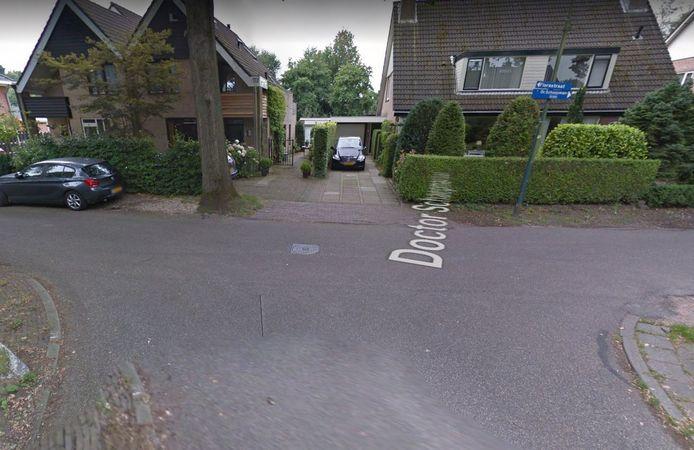 De locatie Florastraat/Doctor Schaepmanlaan in Driebergen waar de zwaargewonde man is gevonden.