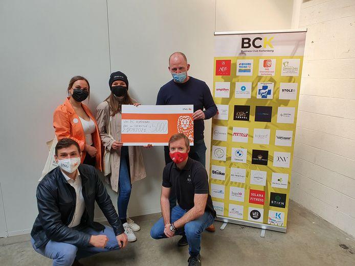 De leden van Chemotivé kregen een cheque van 5.000 euro overhandigd van de Businessclub Kortenberg.