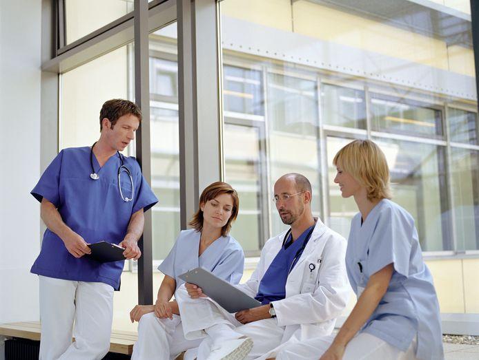 """,,Het enige dat immuun lijkt te zijn voor bezuinigingen, zijn onze salarissen"""", schrijven de dokters. Foto ter illustratie."""