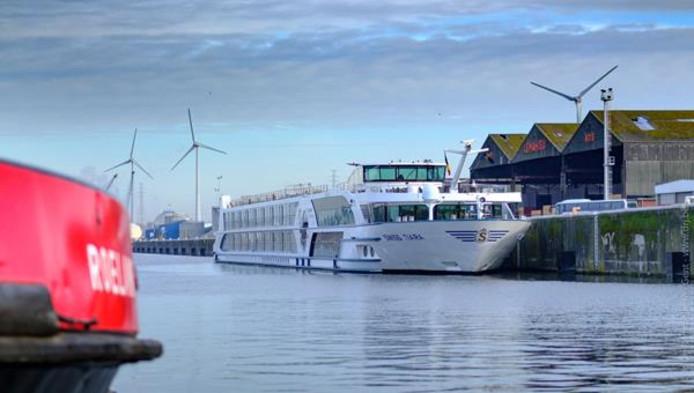 Eerste cruiseschip van het seizoen in Gent.