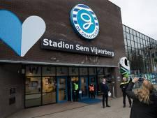 Spelers De Graafschap met speciaal shirt in omgedoopte Sem Vijverberg Stadion