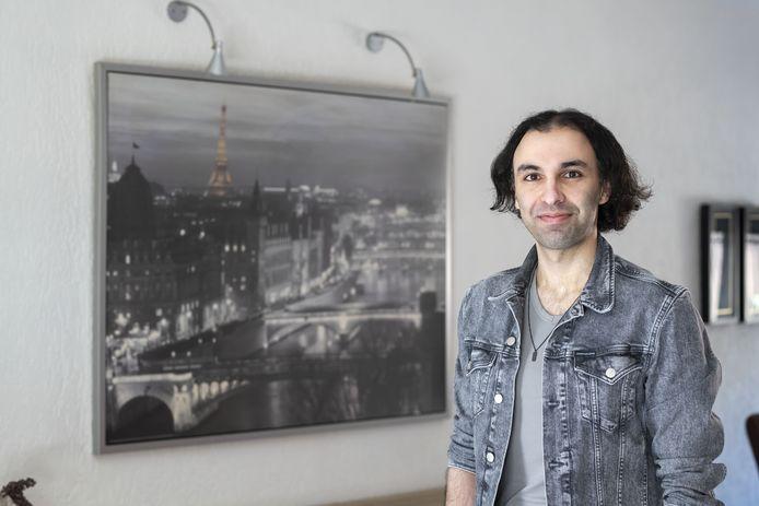 Ozan Karakoç (31) uit Rijssen behoort tot de vijftien docenten die zijn genomineerd voor de titel Geschiedenisdocent van het Jaar.