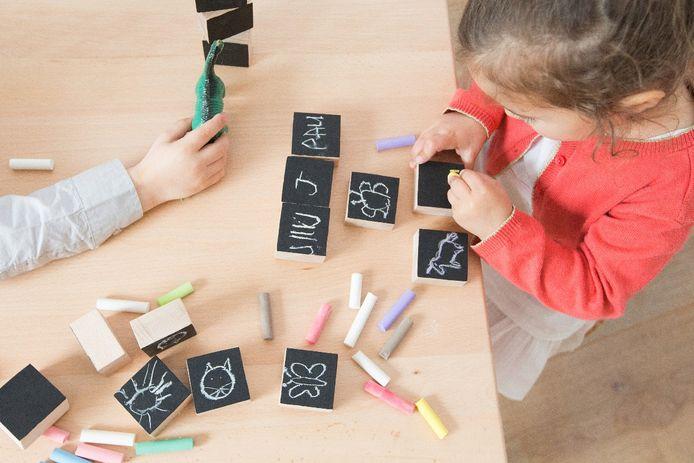 Location de jouets, parrainage d'enfant, abonnement de livres à l'année et magazine aux infos 100% positives: nos idées cadeaux qui changent de l'ordinaire pour les enfants.