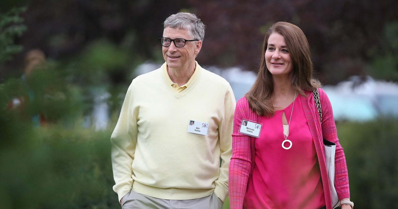 Bill (65) en Melinda Gates (56) enkele jaren geleden. Avances van Bill bij vrouwelijke medewerksters creëerden 'een ongemakkelijke sfeer op de werkvloer'.  Beeld AFP