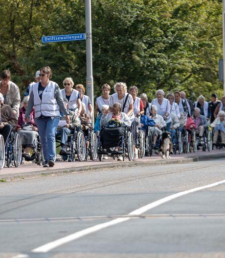 Rolstoelvierdaagse: meer dan 250 Zoetermeerse ouderen maken een rondje door de stad