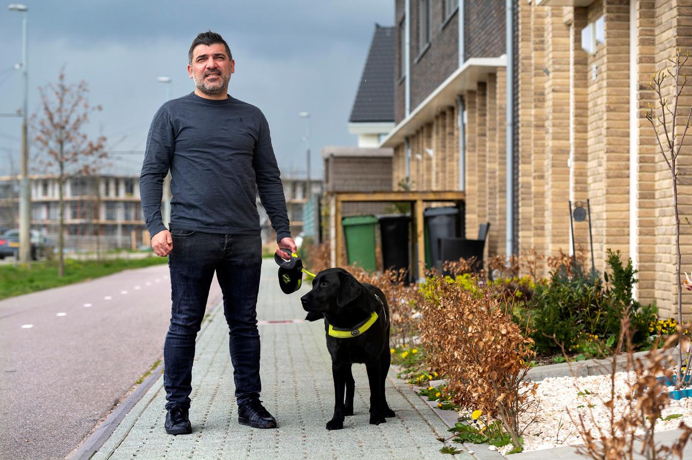 Turhan Günes is slechtziend en krijgt toch nog ondersteuning bij het trainen van een  blindegeleidehond.
