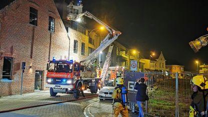 Rook die ontsnapt aan zijkant van dak blijkt... condens
