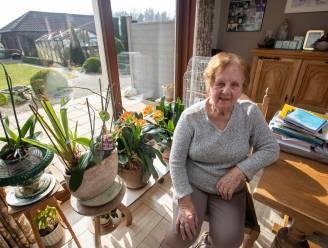 """Hasseltse Jeanne (89) verlangt naar uitnodiging voor eerste prik: """"Of ik er geraak? Ik bel wel naar één van m'n kinderen!"""""""