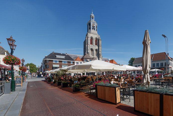 Een foto van afgelopen zomer: de Grote Markt met de Peperbus op de achtergrond.