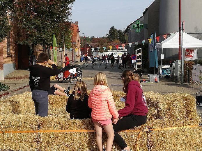 Kinderen genieten van hun vrijheid in deze speelstraat.