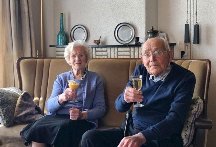 Betsy en Tien zijn 70 jaar getrouwd.