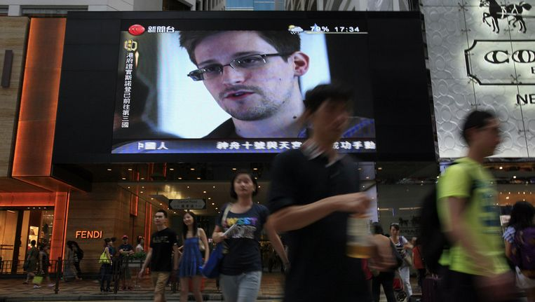 Het gezicht van Edward Snowdon op een beeldscherm in Hongkong, 23 juni. Beeld ap