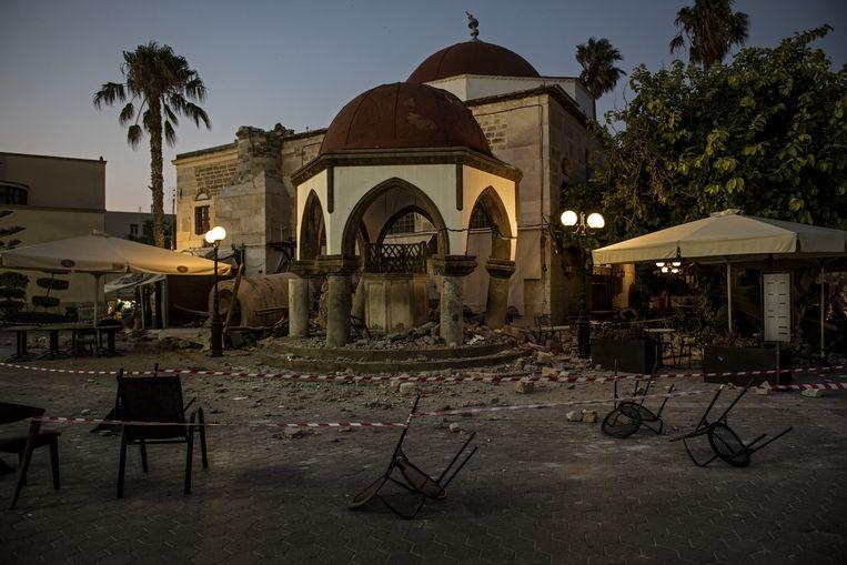 KOS, GREECE - JULY 22: Minaret of Haji Hasan Mosque's debris are seen after the 6.6-magnitude richter scale earthquake hit Aegean Sea, in Kos Island of Greece on July 22, 2017. Anna Daverio / Anadolu Agency Beeld Anadolu Agency